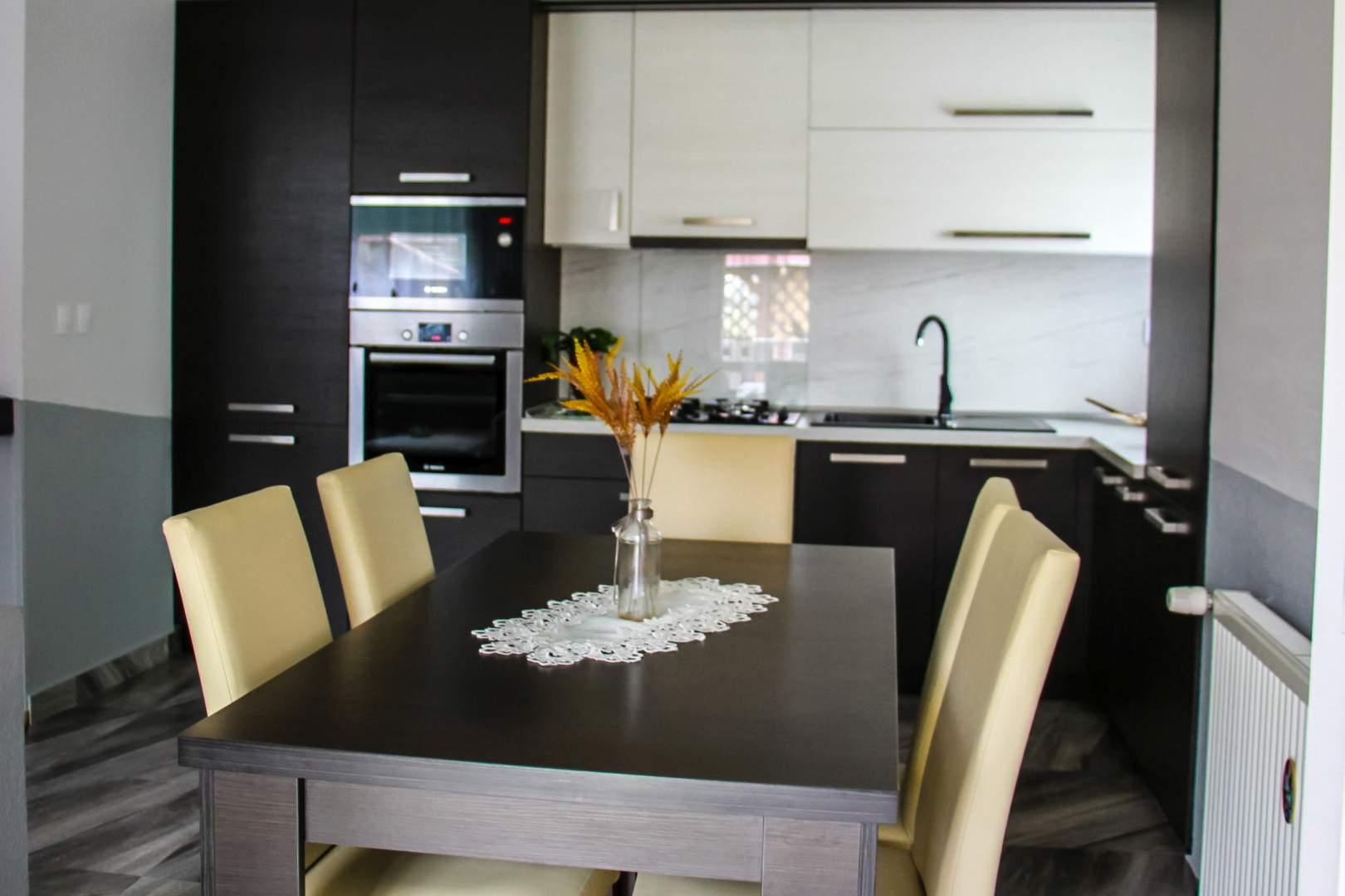 Nábytok na mieru - vybavenie obývacích izieb, detských izieb, predsiení, šatní aj spální.